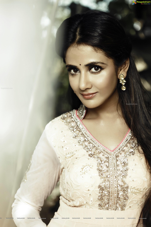 Parul Yadav High Definition Image 28 Telugu Actress Wallpapers