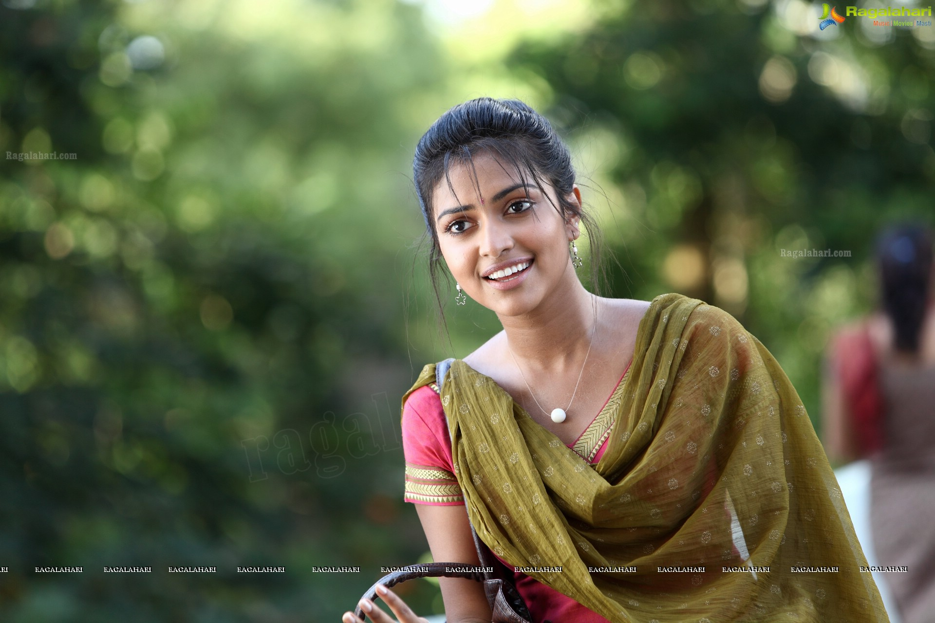 Amala Paul HD wallpaper for download