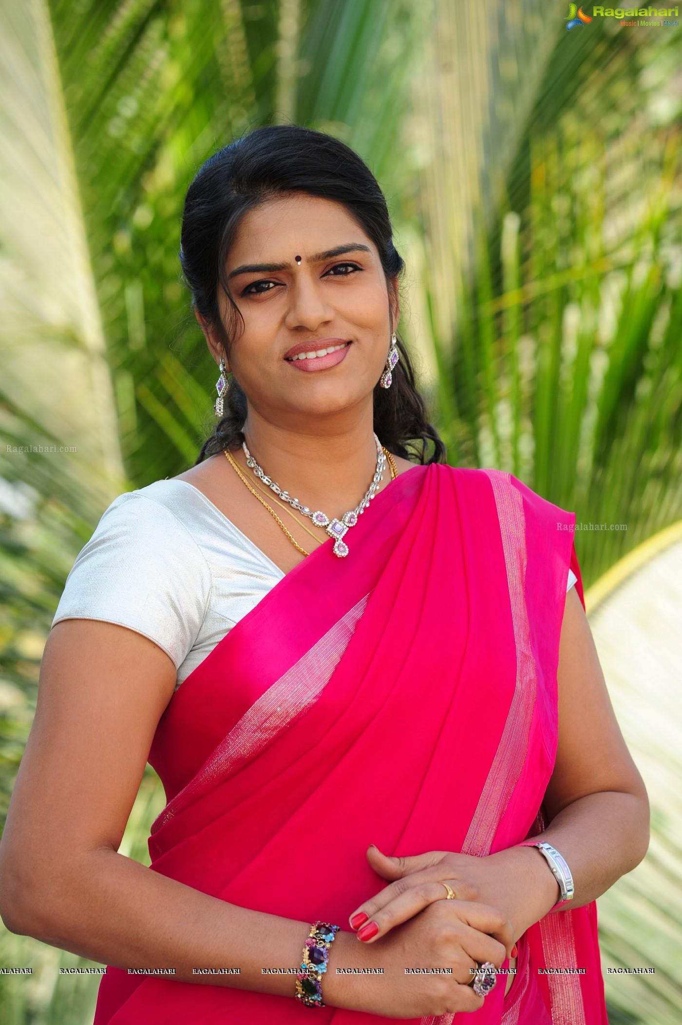 Telugu cinema character artist bhavana in pink saree hq photos bhavana in pink saree altavistaventures Gallery