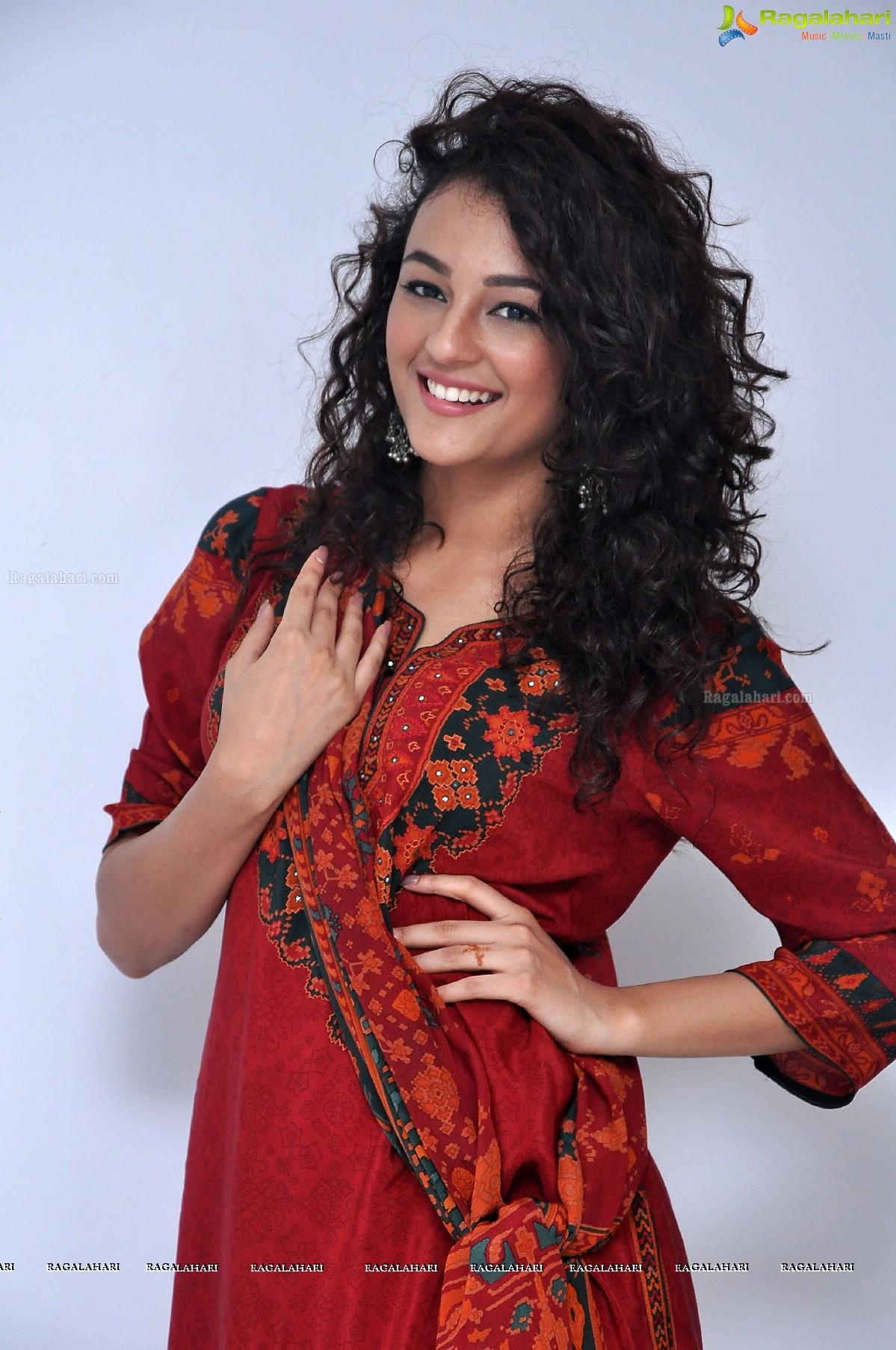 Seerat Kapoor Image 100 Telugu Cinema Heroines Photos Gallery