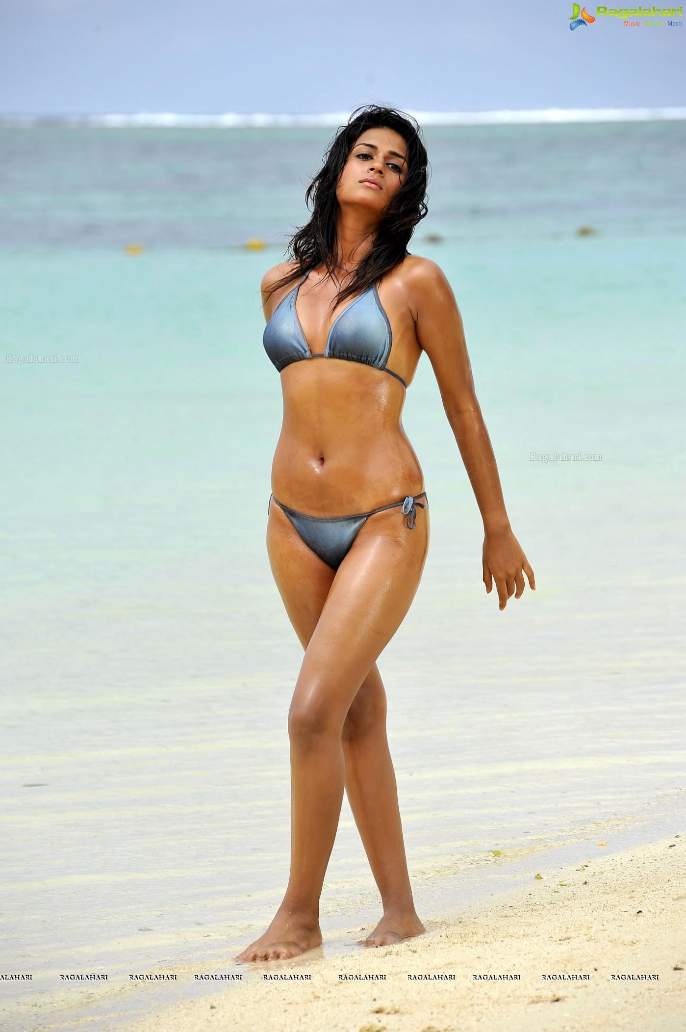 Shraddha Das (Posters) Image 55 | Telugu Actress Hot Photos,Telugu ...
