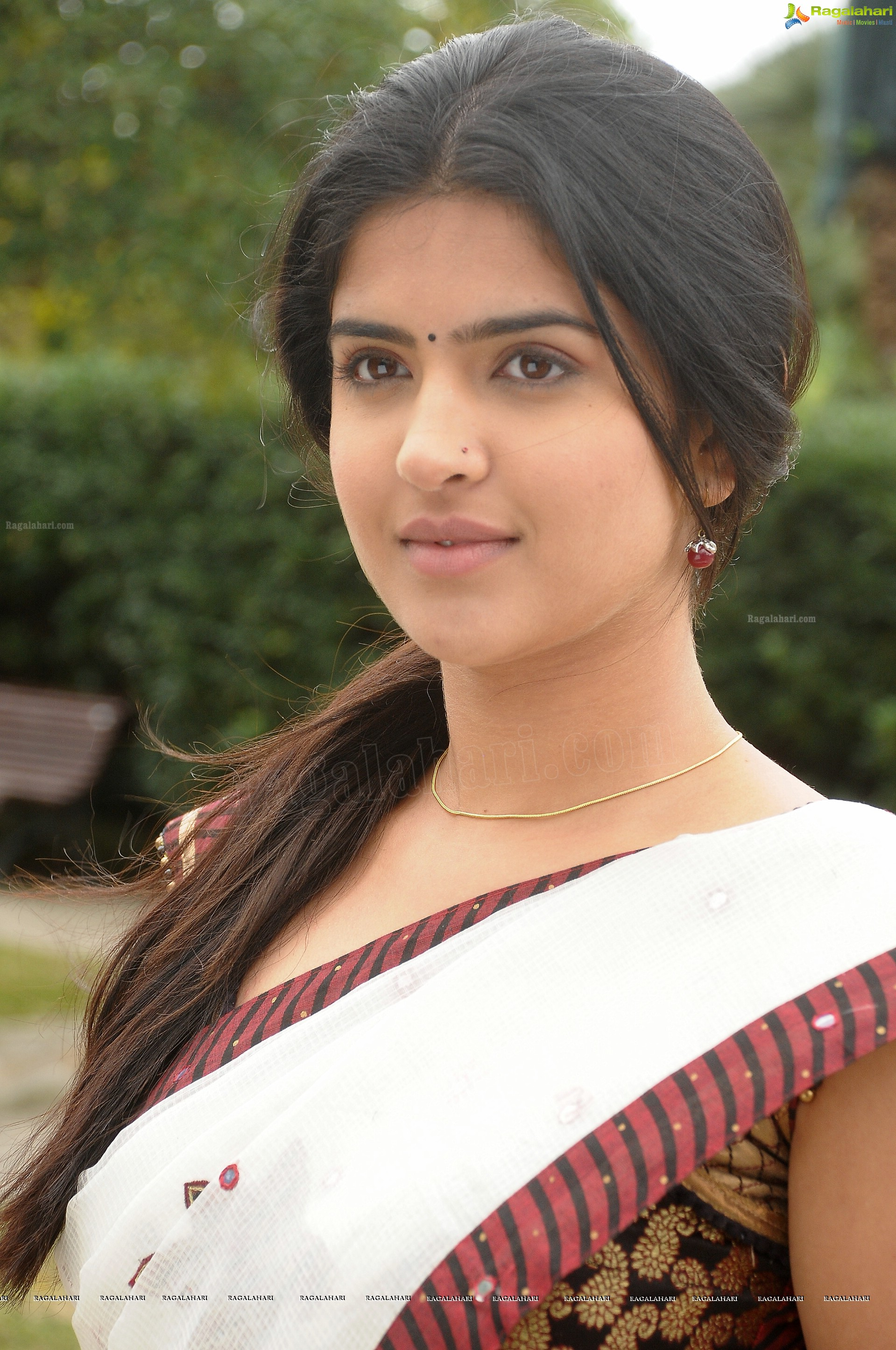 exclusive hd: deeksha seth hot photos in 'wanted'