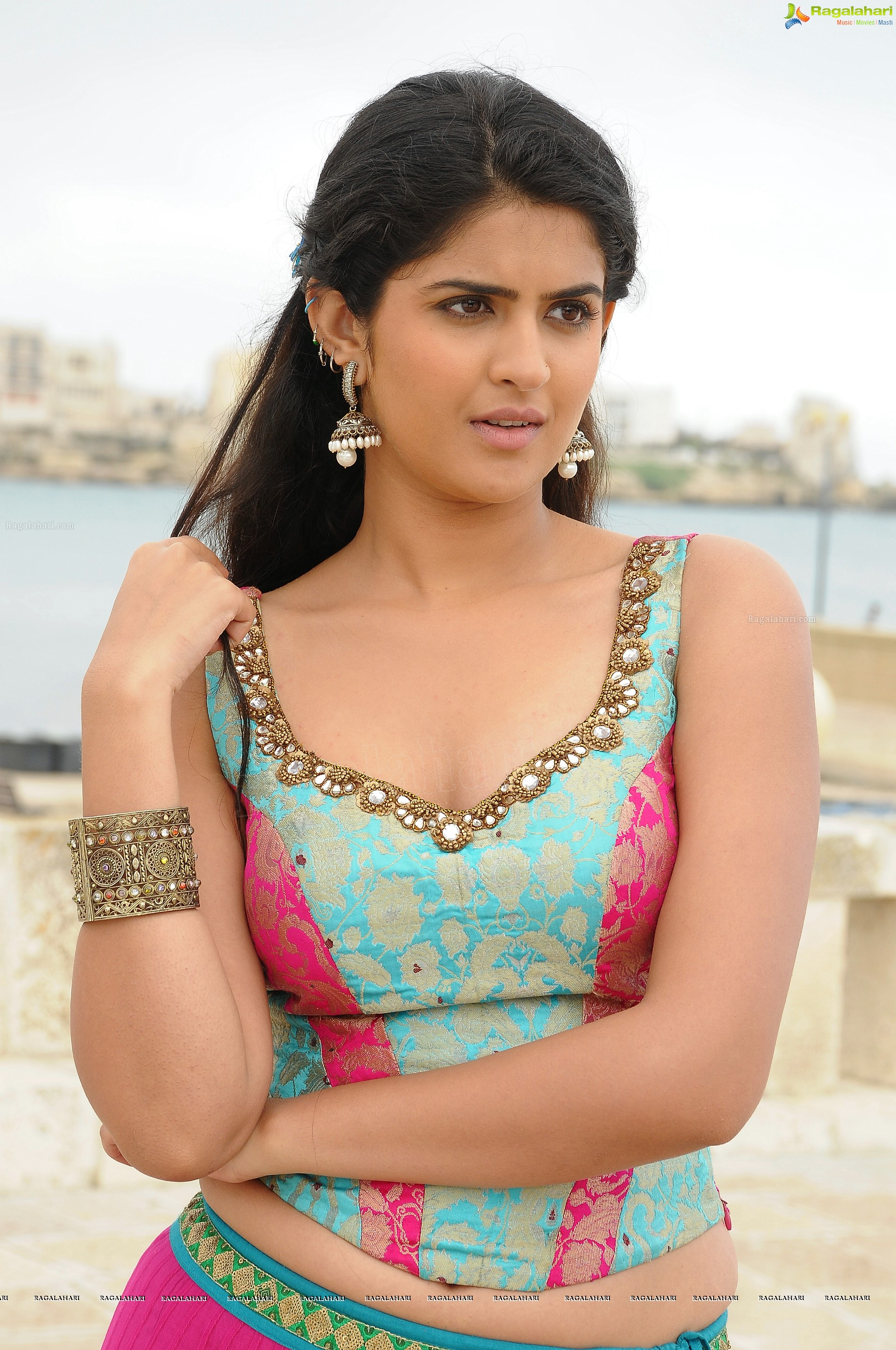 deeksha seth (high definition) image 24 | telugu actress photos