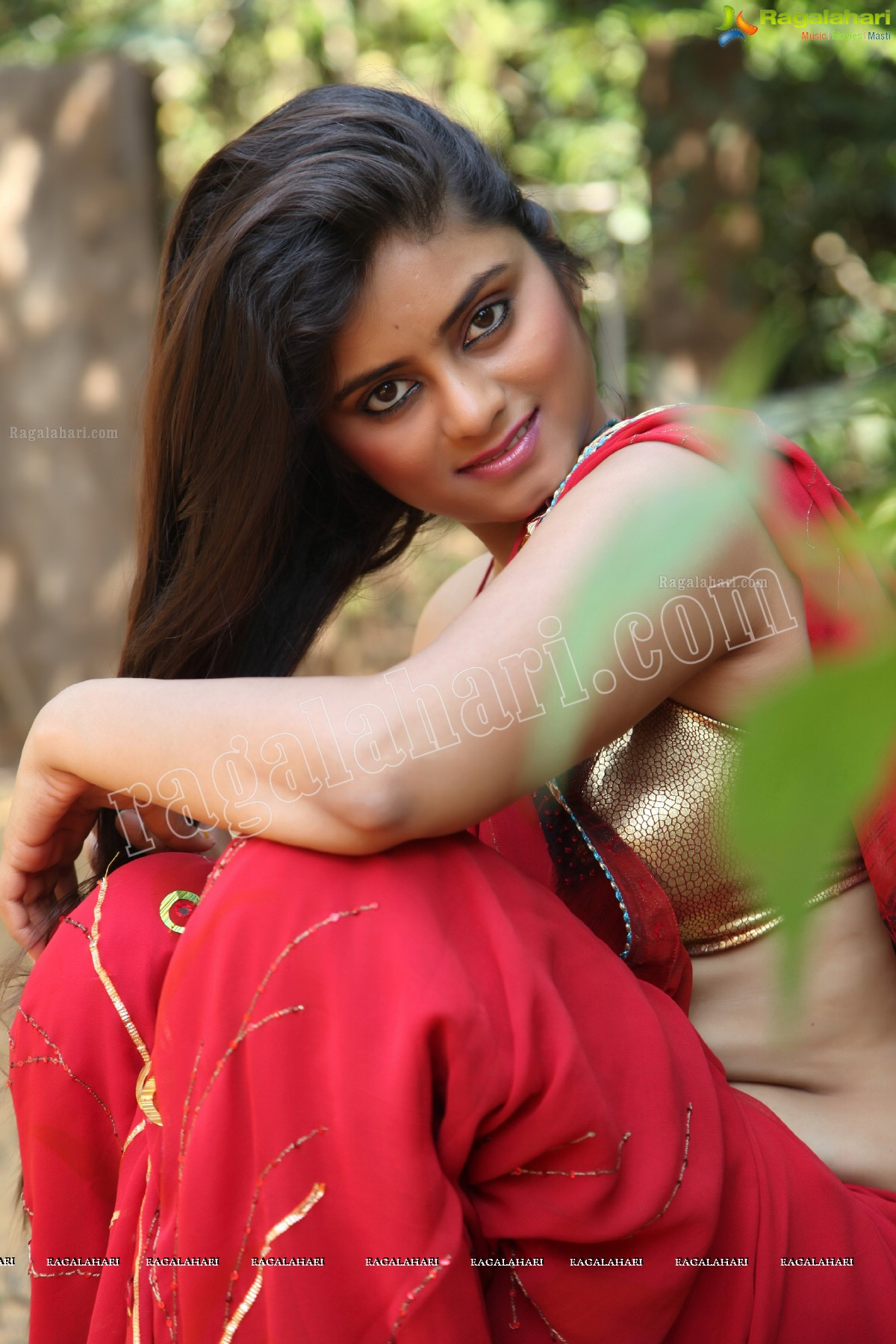kerala sexy unsatisfied cheating house wife red saree ...