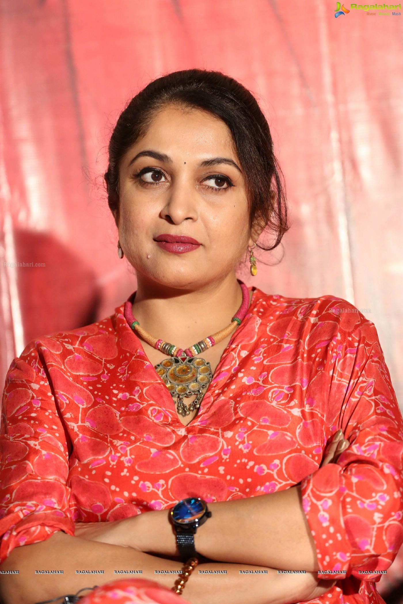 Sexy ramya krishna