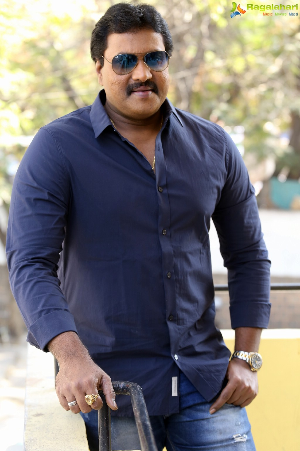 sunil at 2 countries movie interview image 31 latest actor