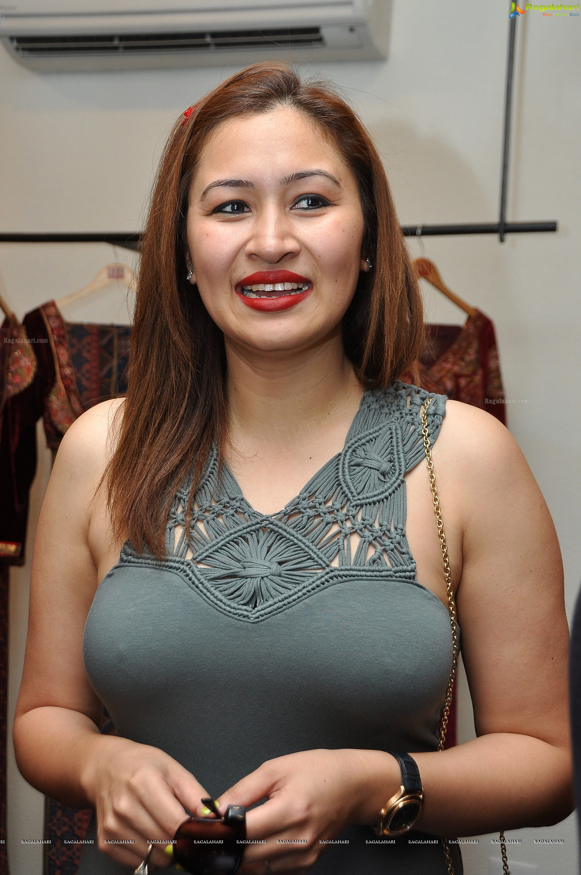 jwala gutta tiny pokies and pantyline xossip. Black Bedroom Furniture Sets. Home Design Ideas