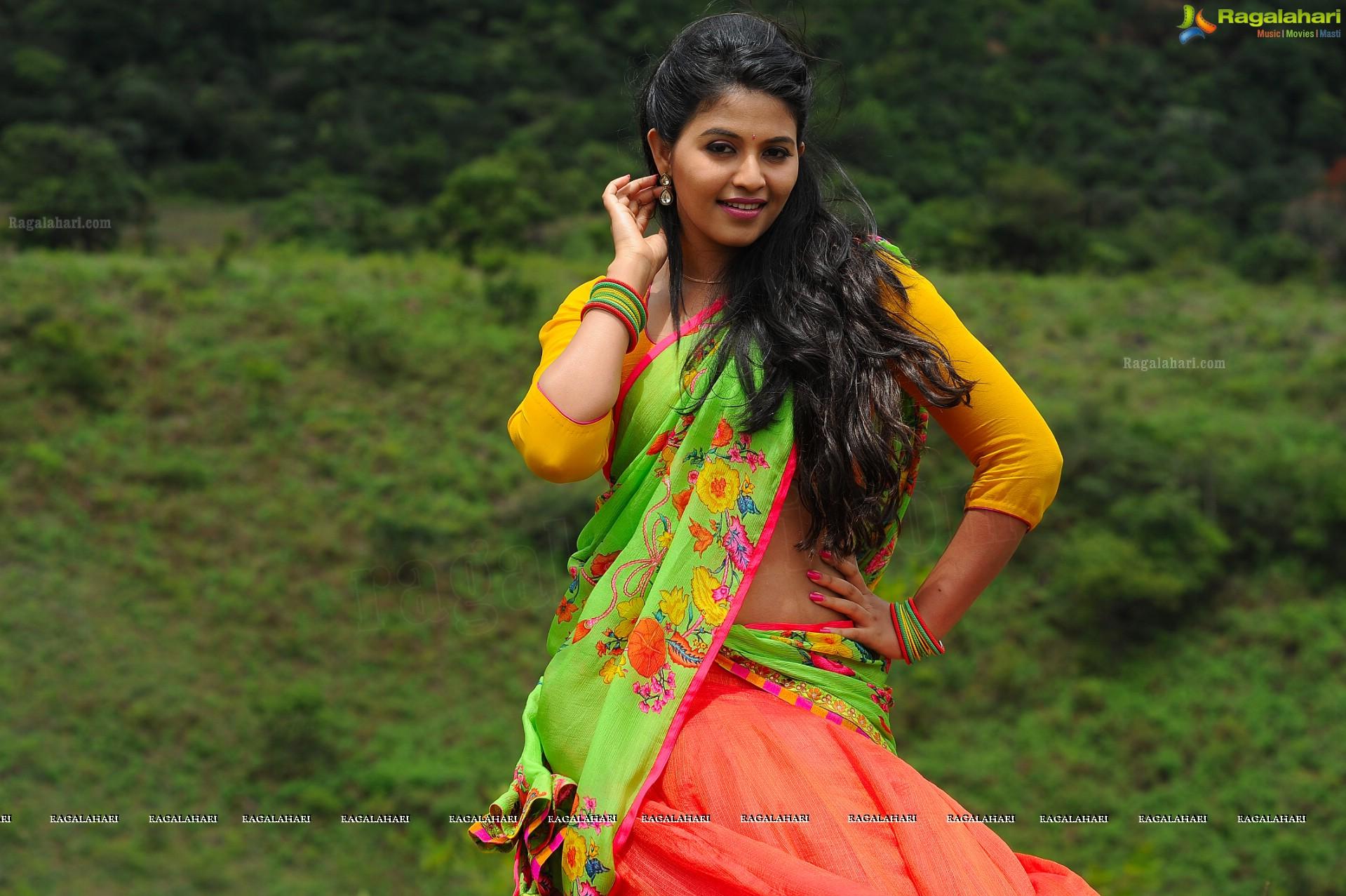 Super High Definition Mapla Singam Heroine Anjali Photos