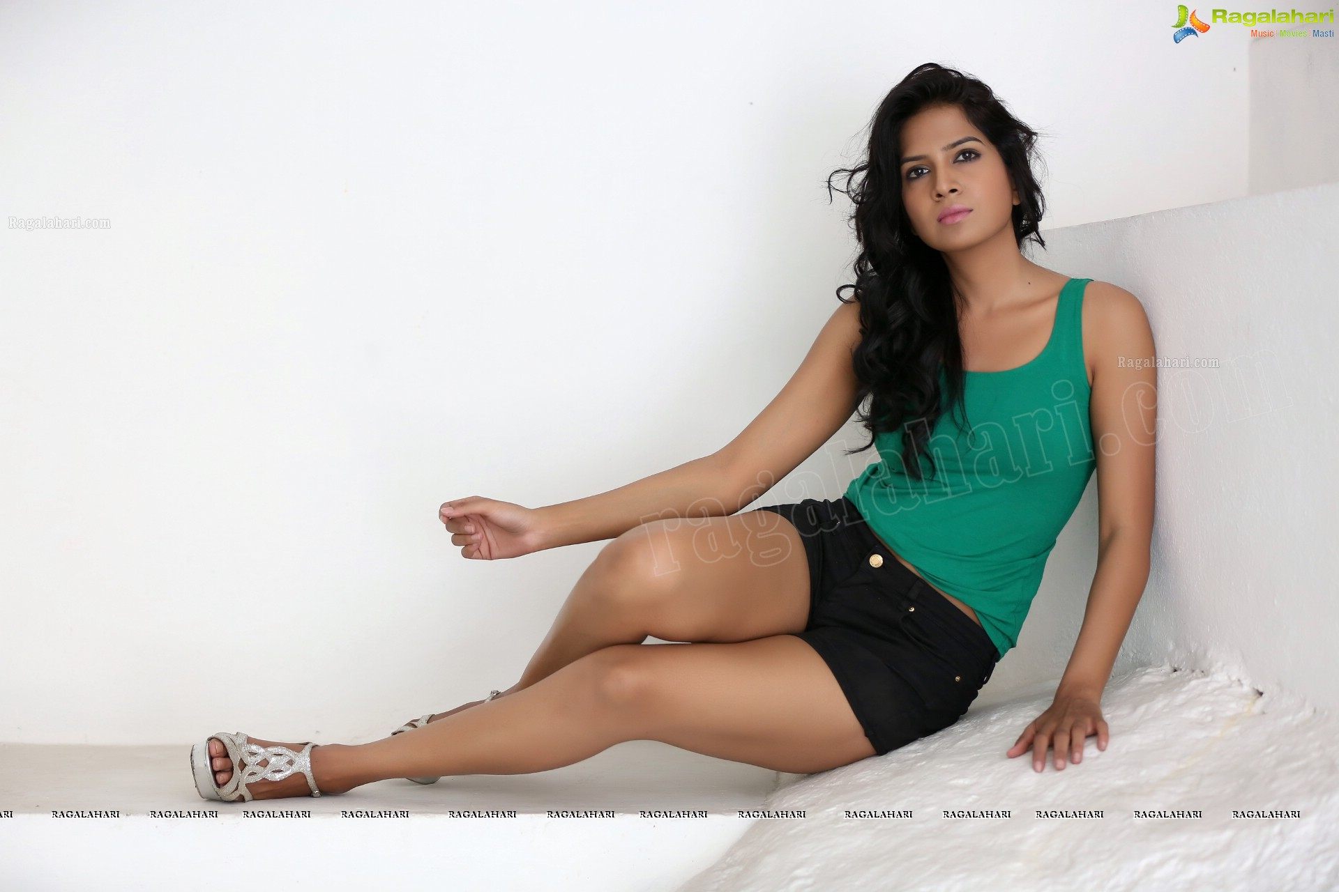 List Of Synonyms And Antonyms Of The Word: Ragalahari Feet