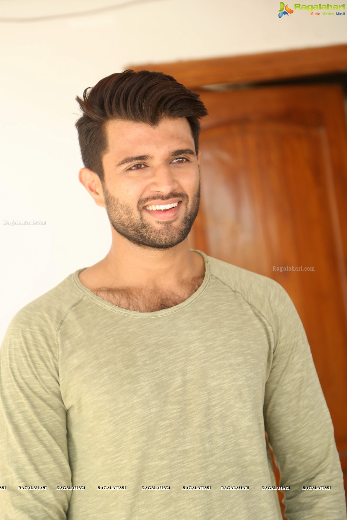 Vijay Devarakonda Image 39 Latest Bollywood Actor Wallpapers