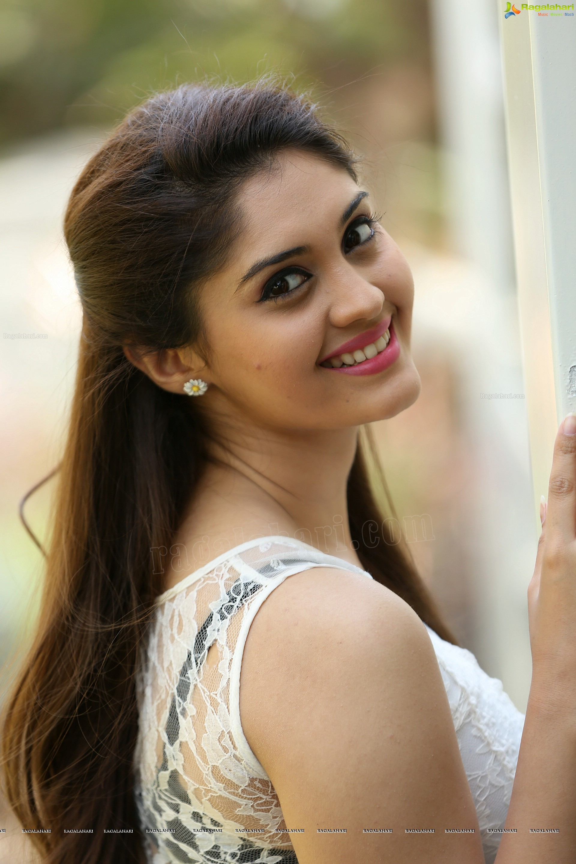 tamil heroine surabhi high definition wallpapers