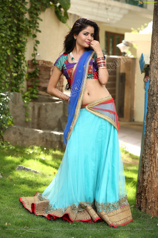Hot ladies in saree