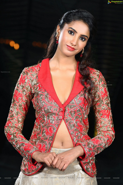Actress pranathy sharma Navel Show Photos