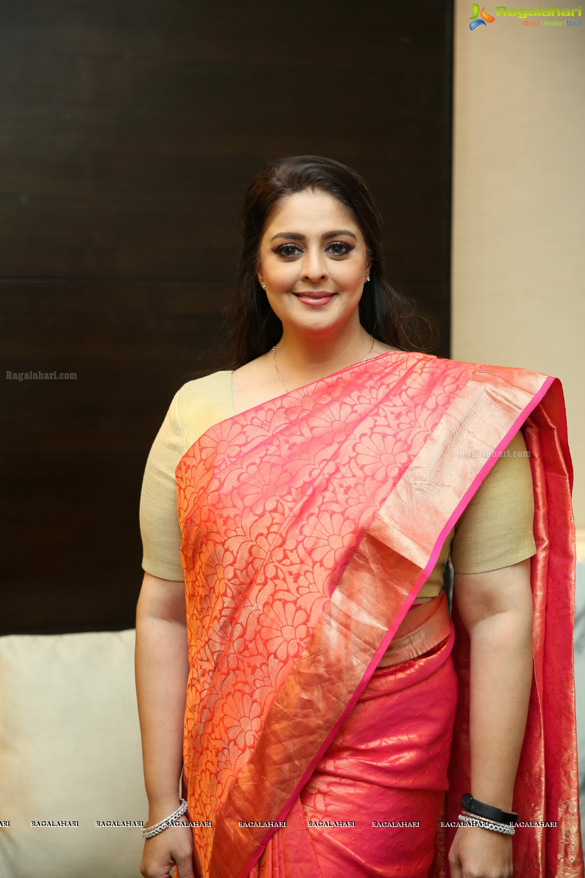 Watch Nagma video