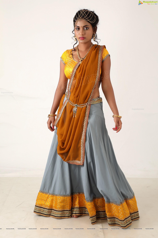 Priyanka Augustin flaunts her sexy body in yummy half ...