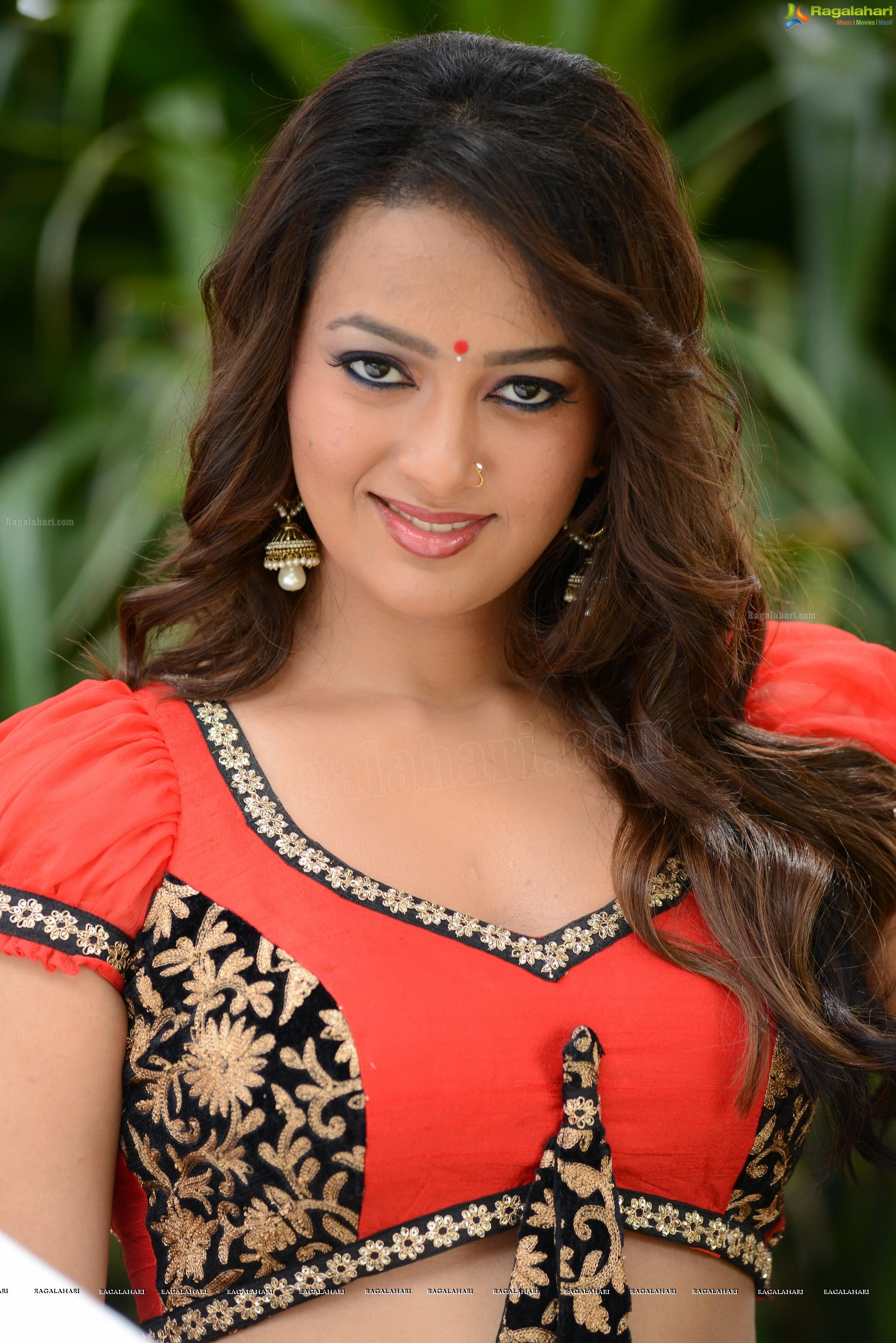 Telugu Actress Ester Noronha Hot Red Dress Photos | NETTV4U