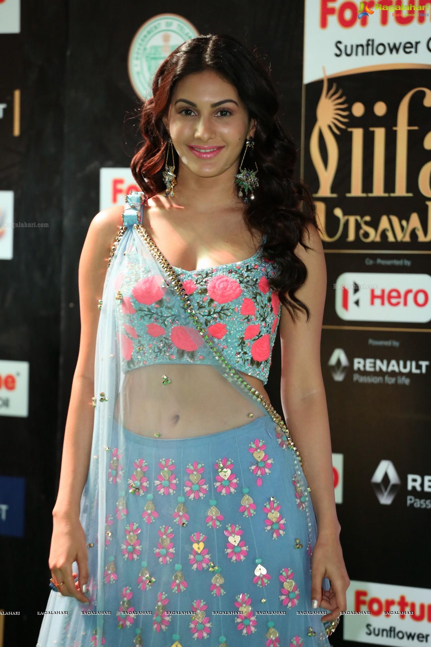 pictures Amyra Dastur