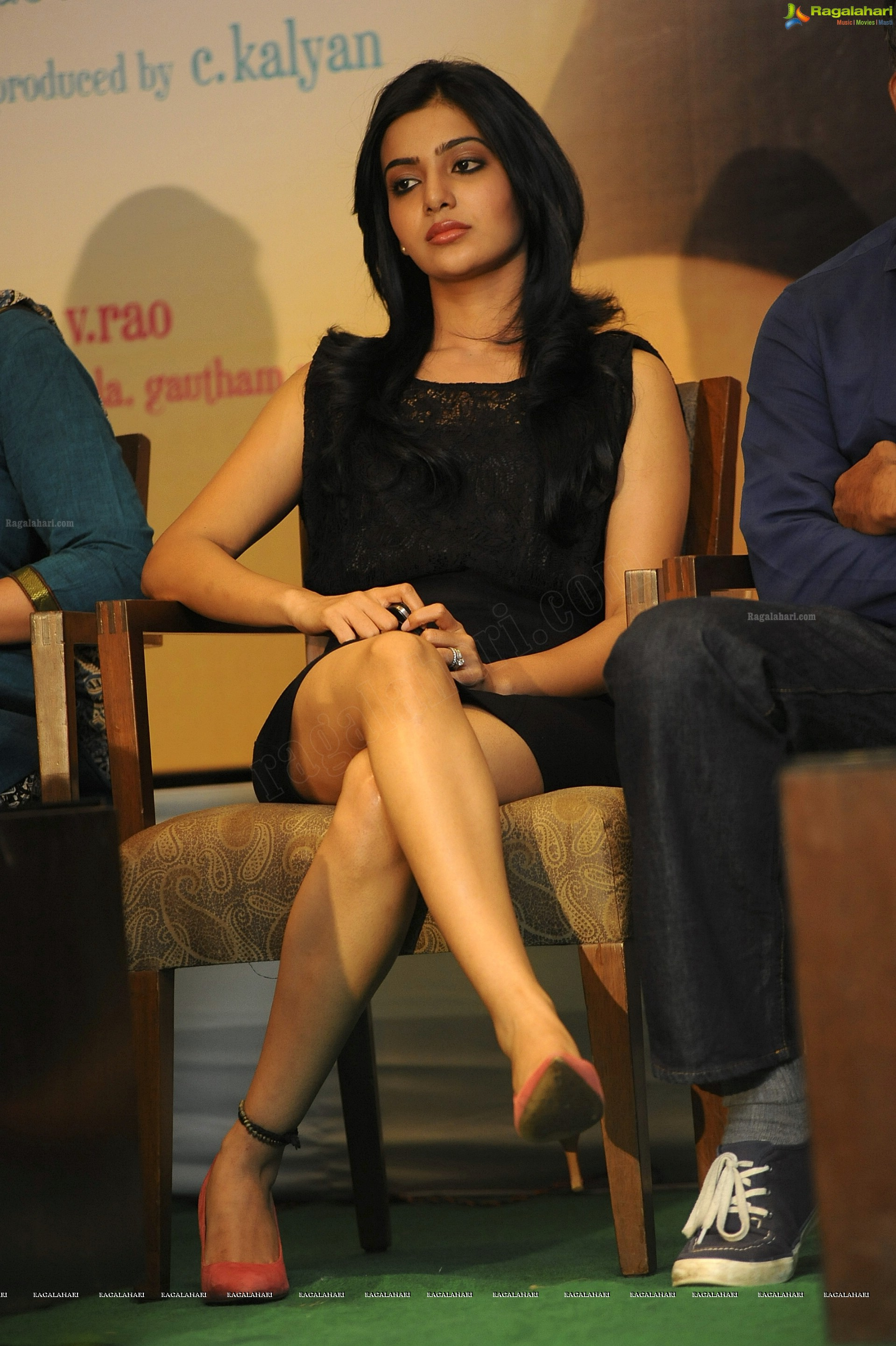 Samantha Sexy Crossed Legs High Definition