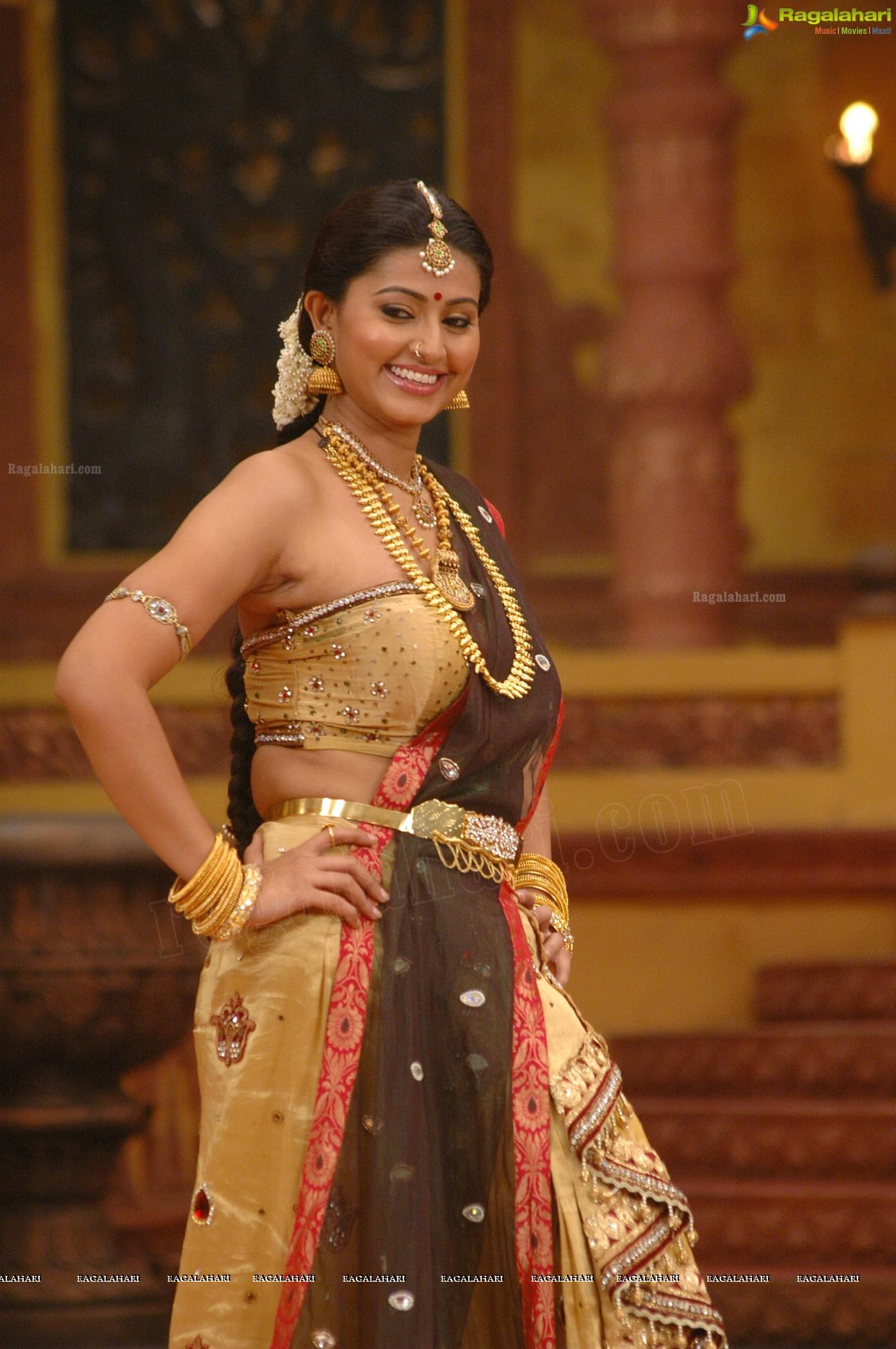 Sneha Hot In Ponnar Shankar