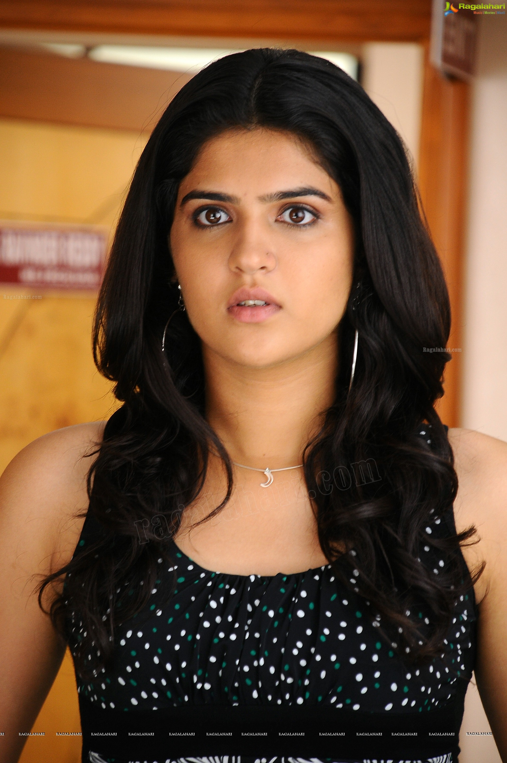 deeksha seth (high definition) image 35 | beautiful tollywood
