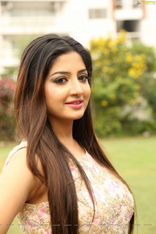 vettai mannan actress poonam kaur lal hd photo gallery