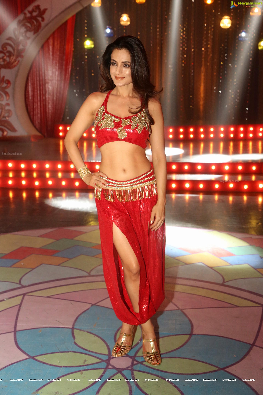 Ameesha Patel nudes (25 images) Erotica, Facebook, cleavage