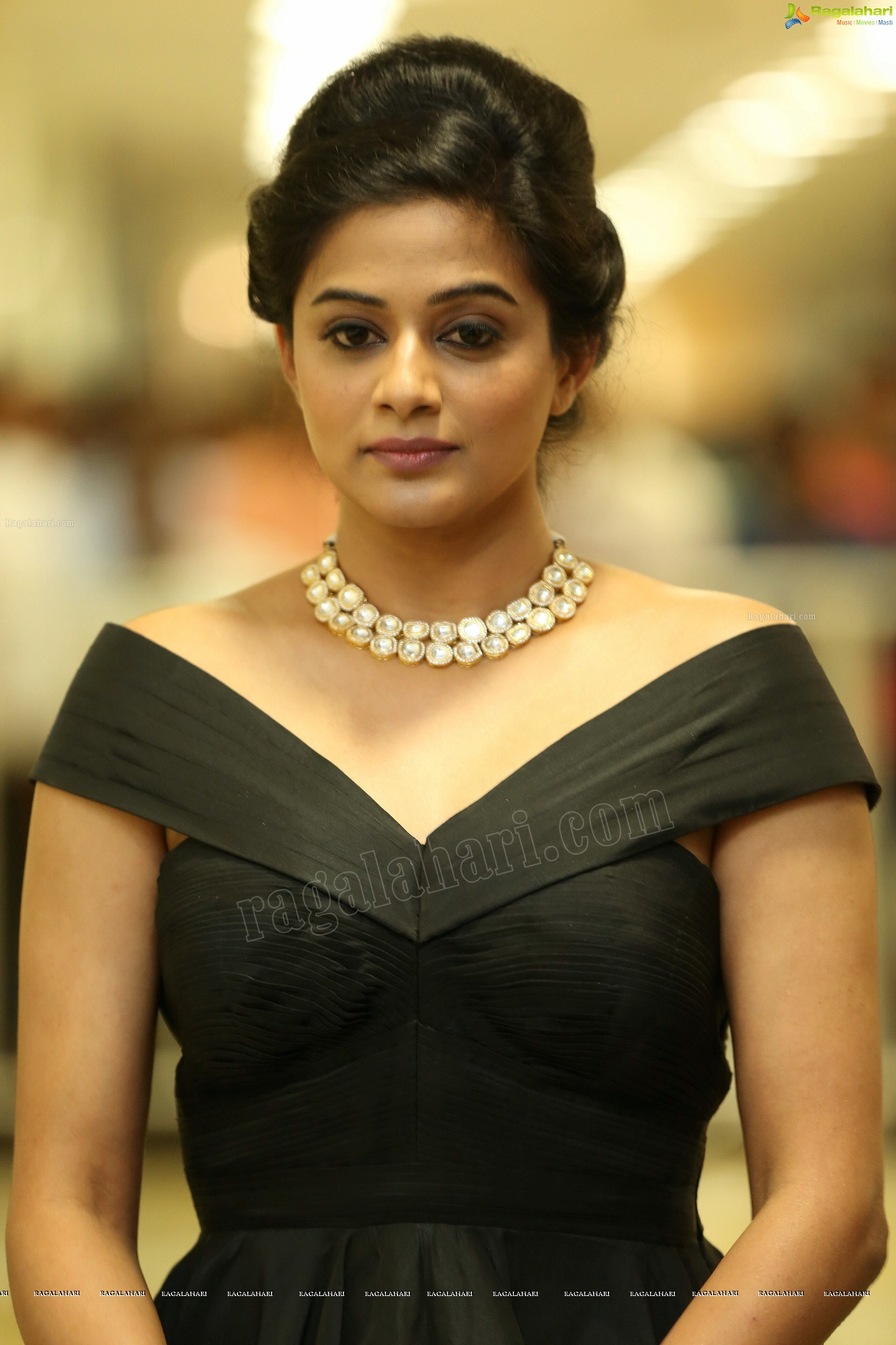 Discussion on this topic: Gabrielle Carteris, priyamani/