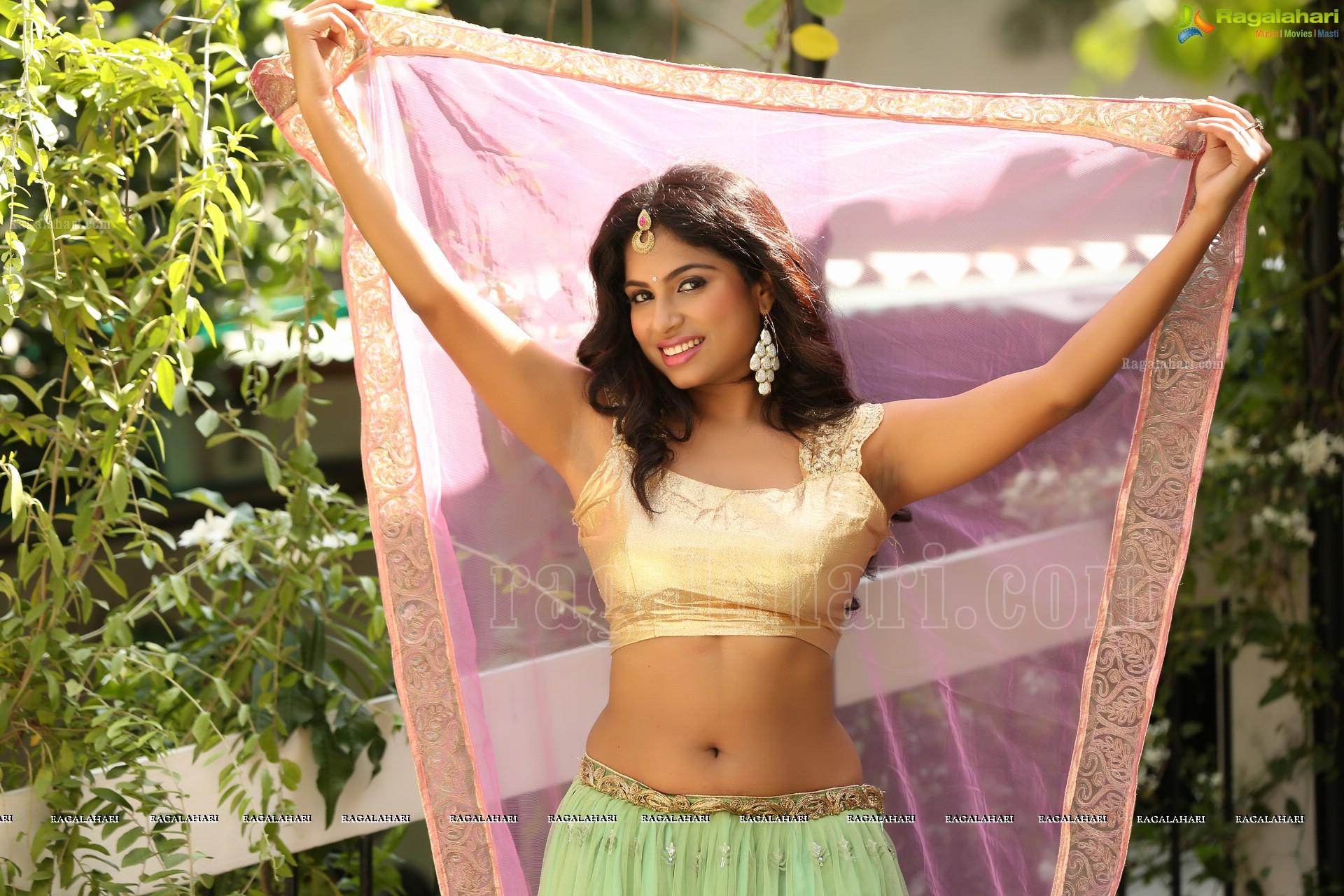 [Image: vrushali-gosavi-hd-pics-in-pink-gagra60.jpg]