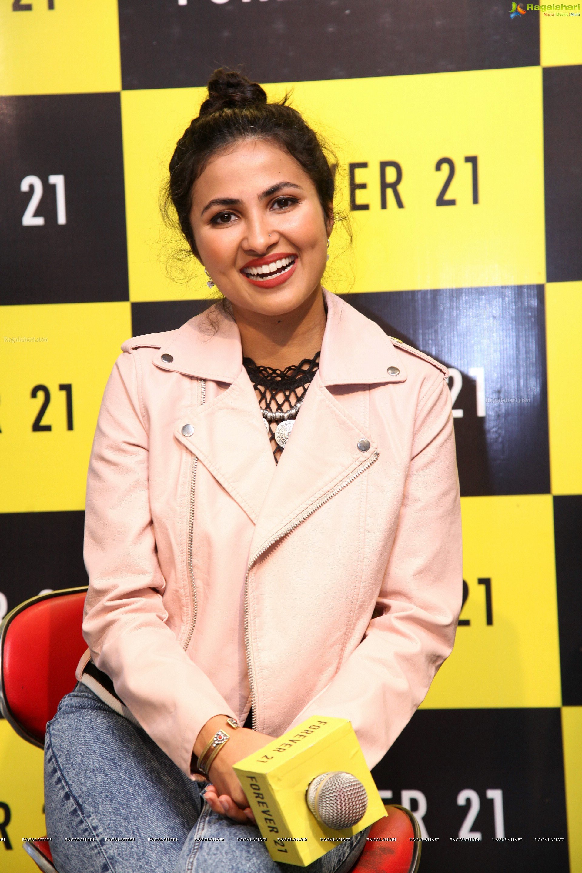 Vidya Vox At Forever 21 High Definition Image 4 Tollywood