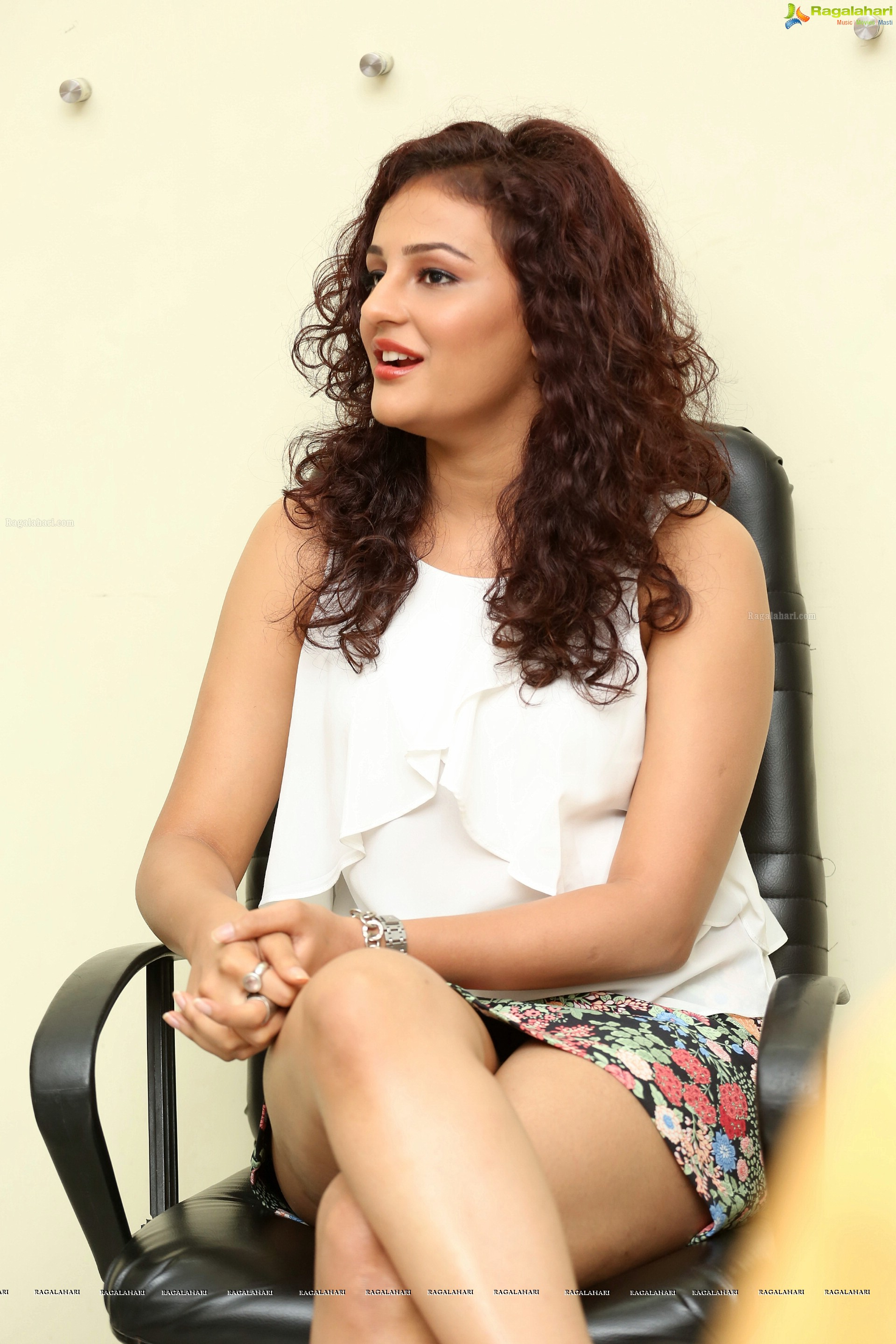 Seerat Kapoor In Micro Mini Skirt Shows Her Inner Thighs And Panty