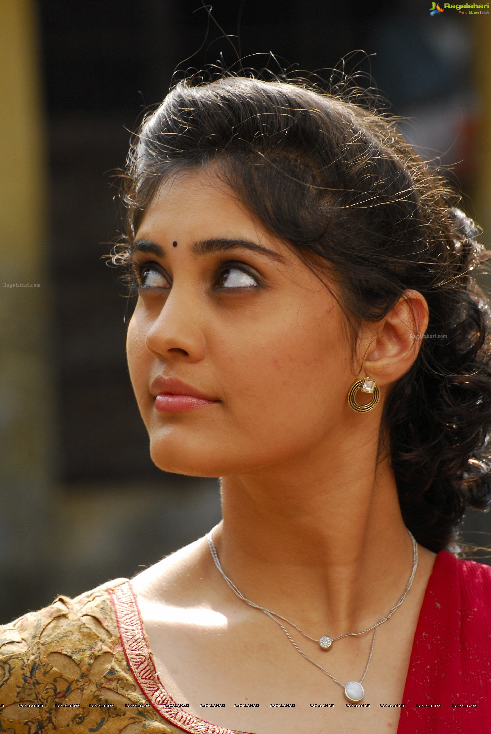 surabhi (high definition) image 436 | telugu actress wallpapers
