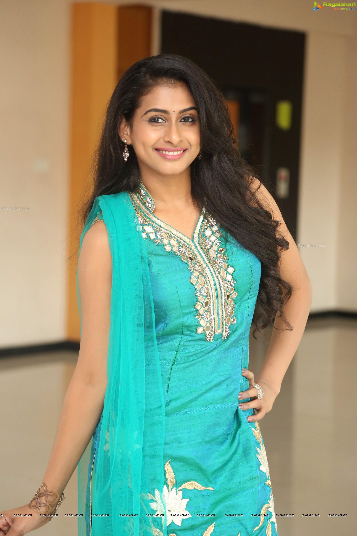 nitya naresh (hd) image 37 | telugu heroines images,telugu actress