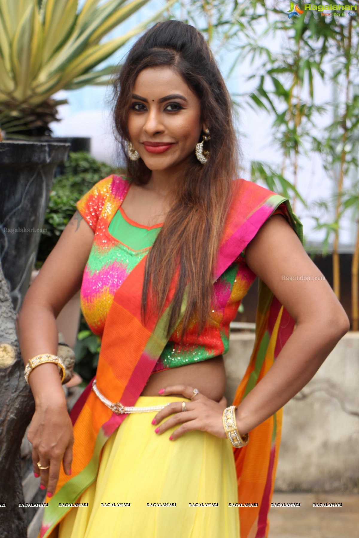 sri reddy mallidi hot in pink top be healthy