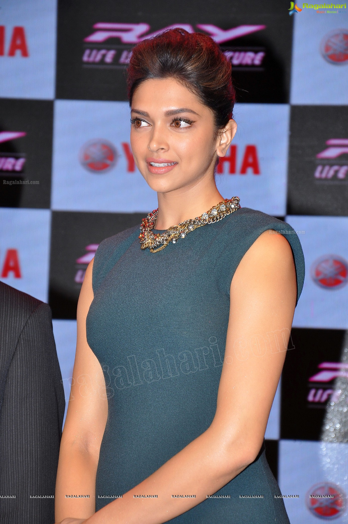Deepika Padukone (Posters) Image 2 | Telugu Actress Photo ...