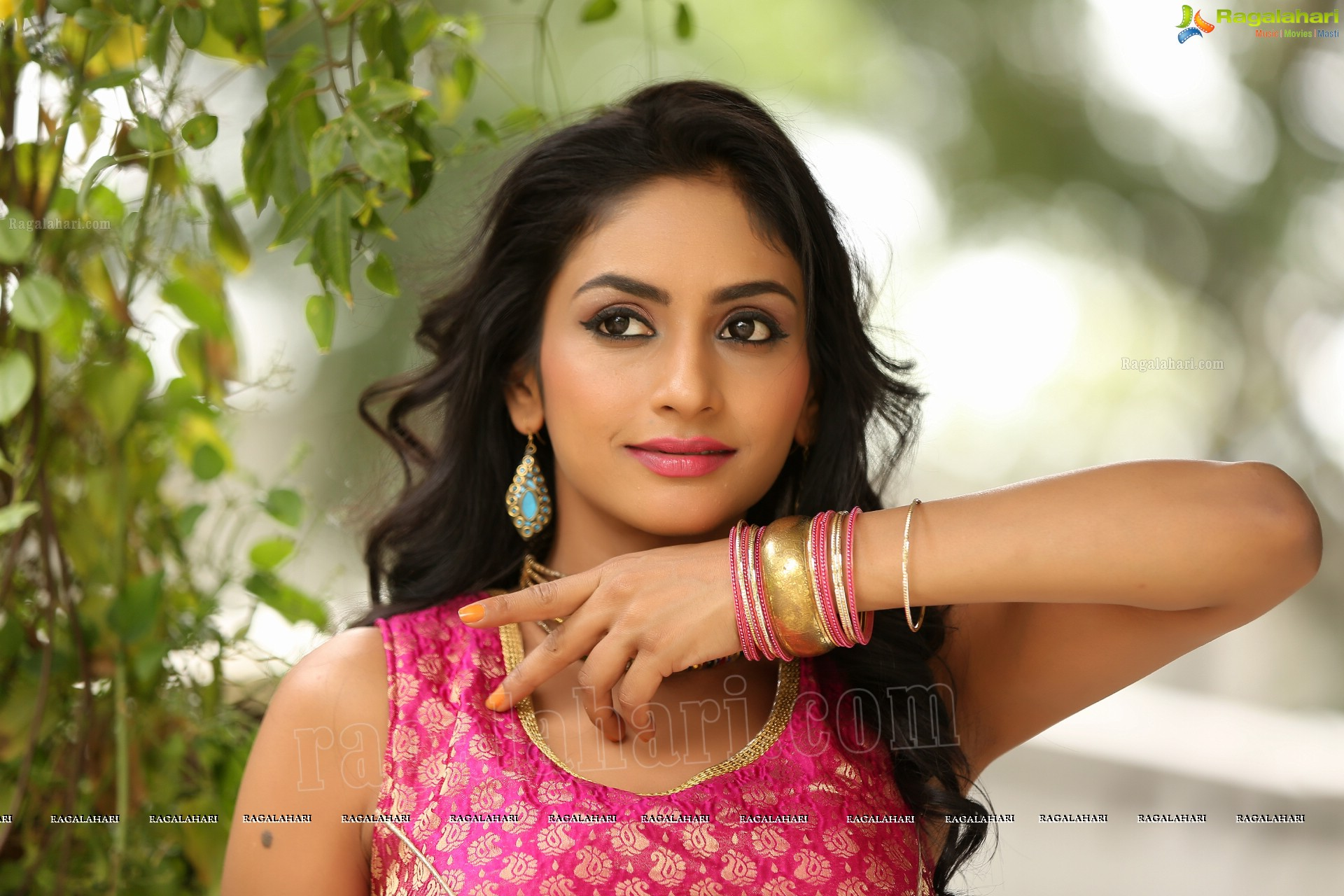 Pooja heroine hd photos